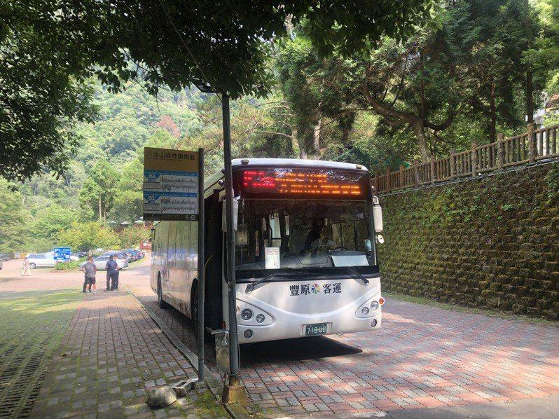 台中153延公車每日上午9時35分自台中高鐵站出發,行經朝馬、東勢、谷關等熱門景點,並可直接抵達八仙山國家森林遊樂區。圖/東勢林管處提供