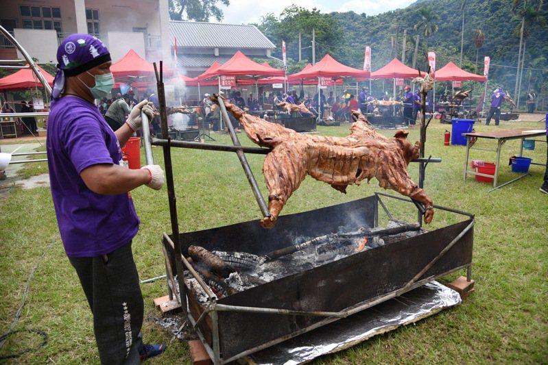首屆烤豬王大賽將在南投茶博會登場,當天全程現烤讓民眾免費試吃。圖/南投縣政府提供