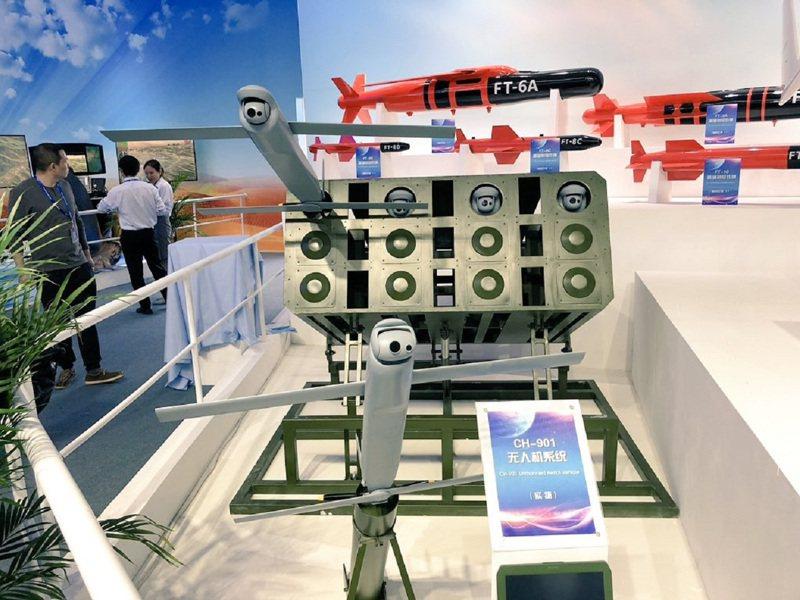 港媒南華早報指出,這款新型無人機「蜂群」外型像是中方第一款戰術攻擊無人機的CH-901小型無人機/巡飛彈系列。圖/翻攝自Twitter/HenriKenhmann