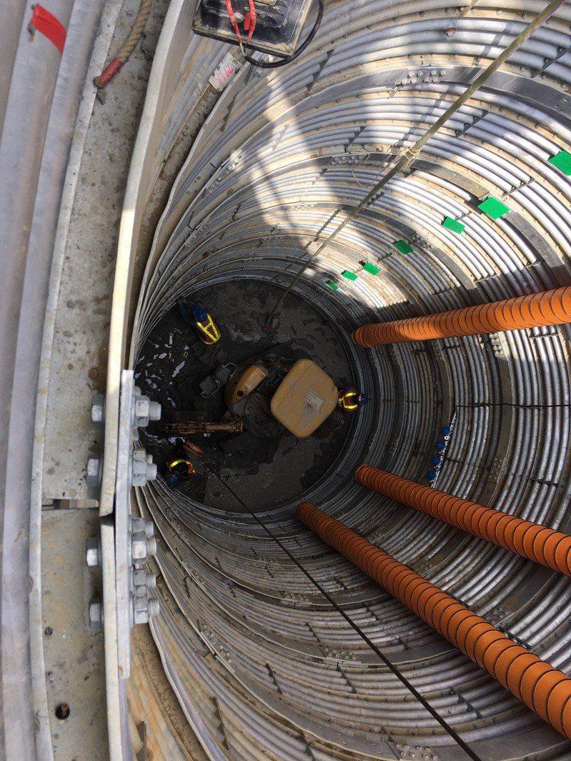 台南市六甲南175道路首度採用「大口徑集水井」修復。圖/台南市府提供