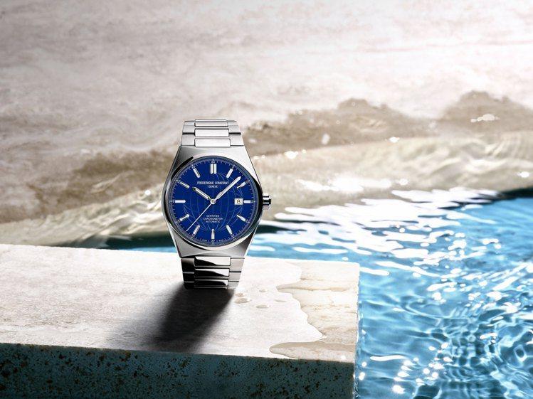 康斯登新系列雋雅(Highlight)的自動腕表,藍色表面並有地球全開圖面紋飾,...