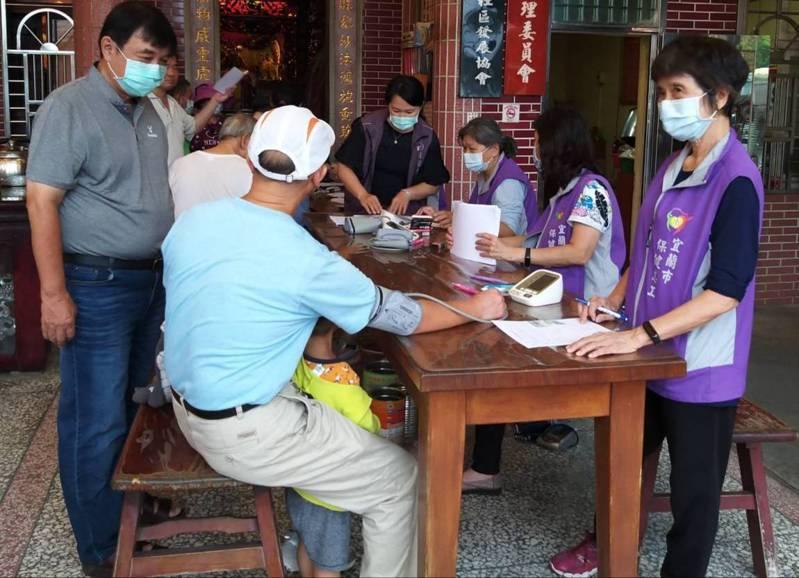 全台流感疫苗接種踴躍,中央今宣布50歲以上成年人暫緩施打。圖/宜蘭縣政府衛生局提供