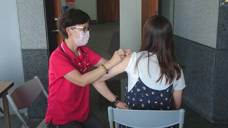 南投縣配合中央政策,施打公費流感疫苗以6歲以下、65歲以上對象為優先,4大鄉鎮每日施打數量以200劑為限。圖/本報系資料照片