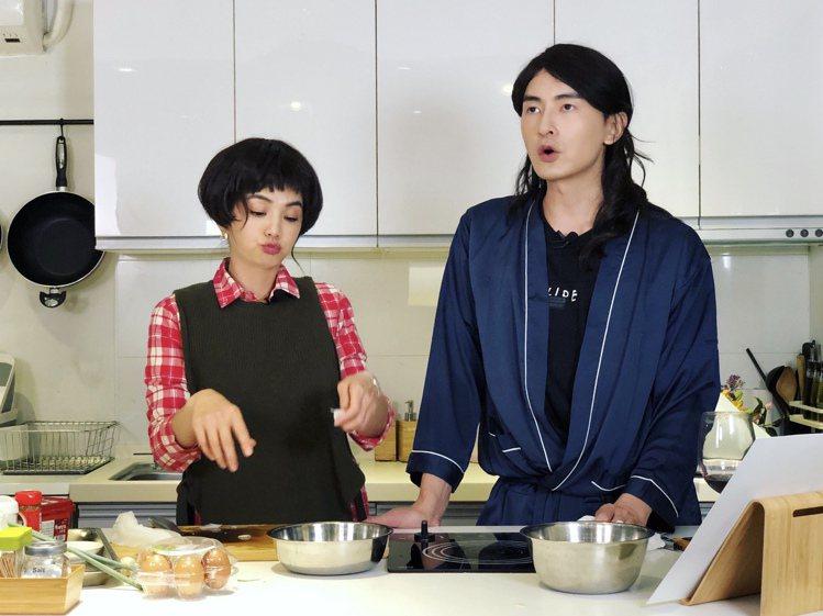 Ella(左)、鄭元暢廚房大玩cosplay ,重現「薔薇CP」笑噴了。圖/M....