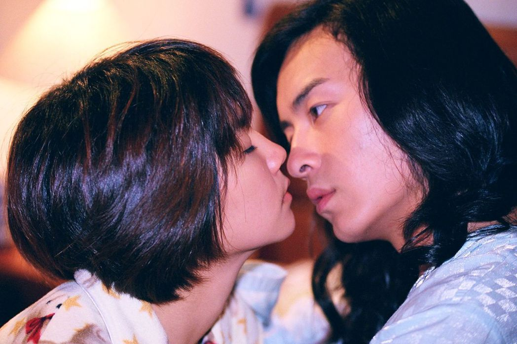 鄭元暢(右)、Ella當年拍攝「薔薇之戀」。圖/可米製作提供
