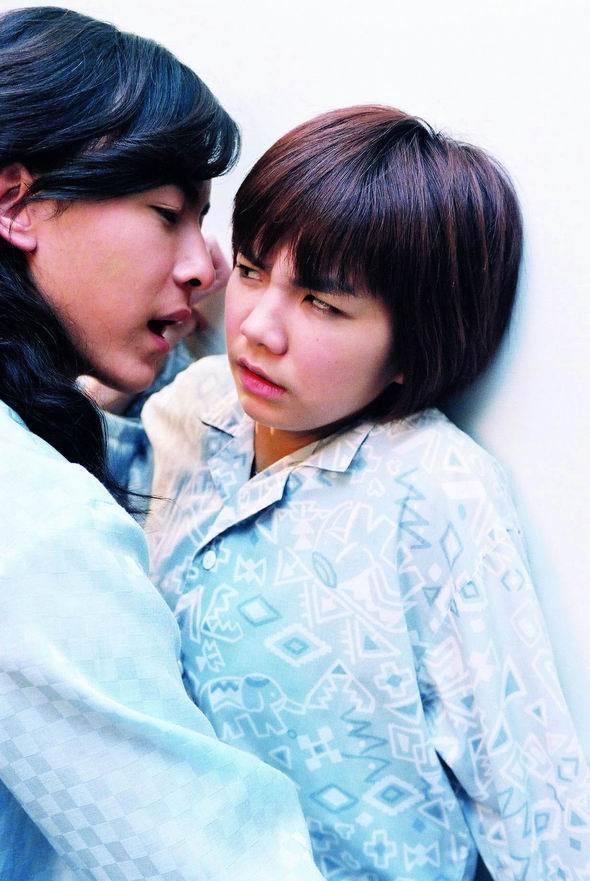 鄭元暢(左)、Ella當年拍攝「薔薇之戀」。圖/可米製作提供
