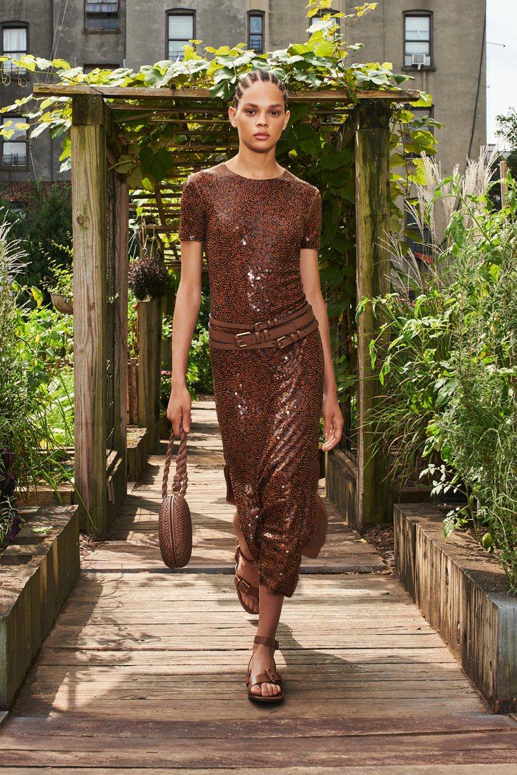 亮片裙裝也是MICHAEL KORS經典的造型。圖/MICHAEL KORS提供