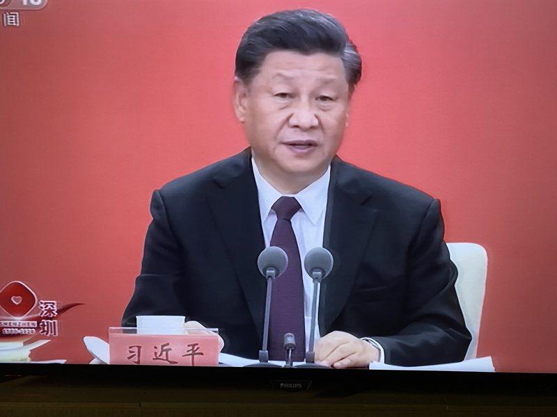 習近平返回北京後主持政治局會議,圖為14日上午他在深圳致詞畫面。(央視)