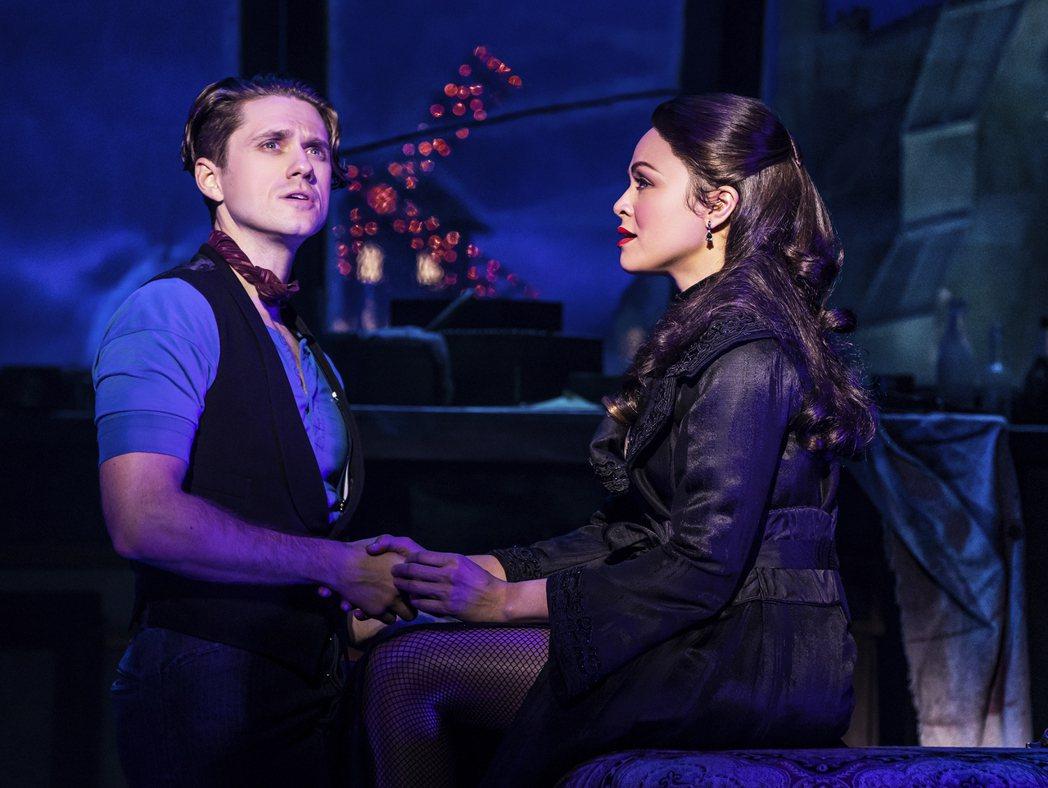 艾倫特維特(左)以「紅磨坊」舞台劇版成為東尼獎「最佳音樂劇男主角」唯一入圍者。(...