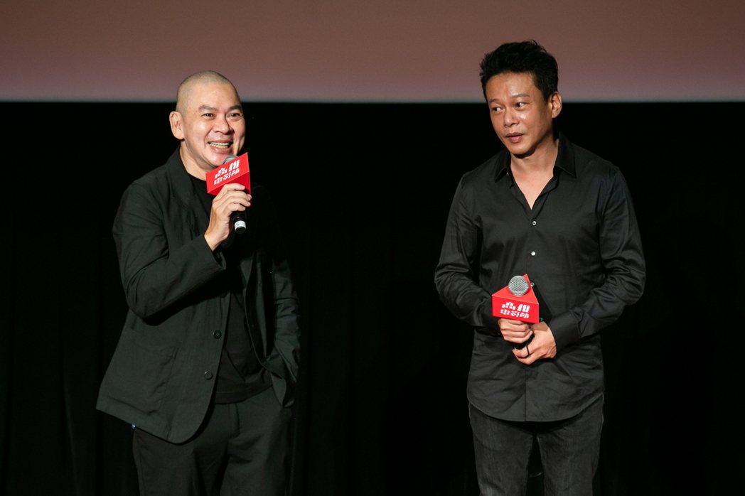 蔡明亮(左)、李康生(右)現身高雄電影節開幕儀式。圖/高雄電影節提供