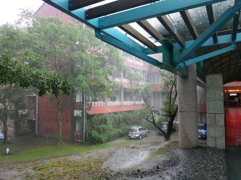 宜蘭暴雨連下1周,全台雨量排行榜前9名是宜蘭測站。記者張議晨/攝影