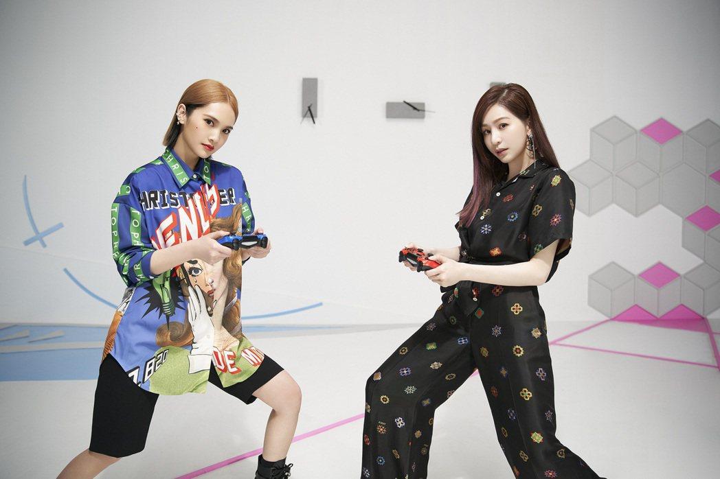楊丞琳(左)新歌「女孩們」邀請好友王心凌合唱秀女力。圖/環球提供