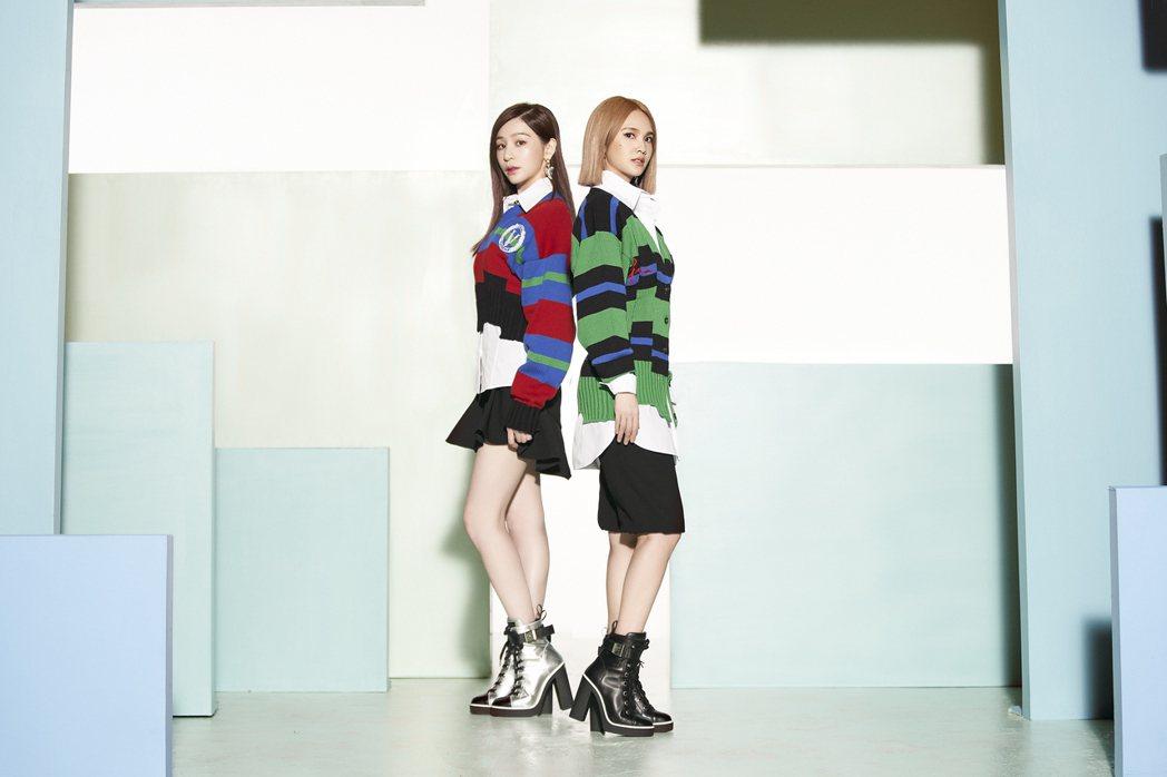 楊丞琳(右)新歌「女孩們」邀請好友王心凌合唱秀女力。圖/環球提供