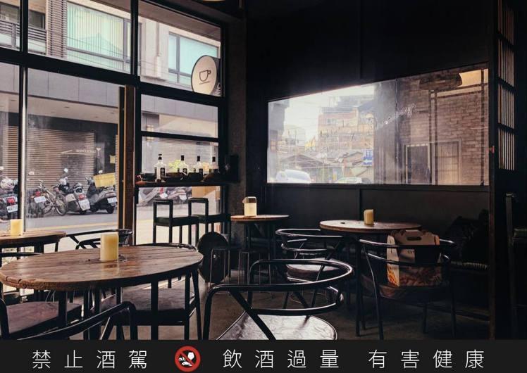 Guts Cafe' 蓋茲的空間則帶來溫暖互動,悄悄拉近了心的距離。圖 / 彰化...