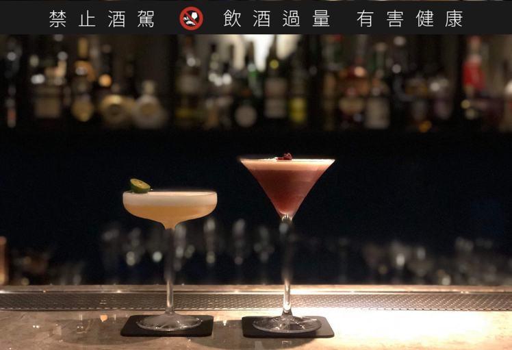 將精緻調酒文化最早帶入彰化的「Apple Hank」,無論杯具、冰塊都相當講究,...