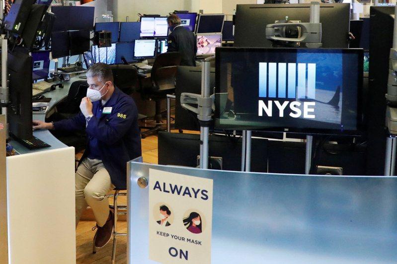 美國9月零售銷售表現優於預期,美股早盤上漲。路透
