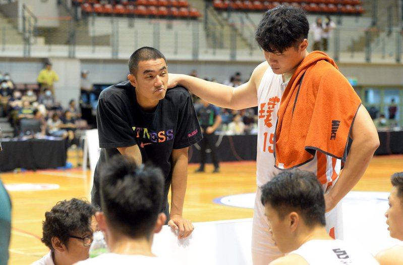 孫思堯(左)將在今天的P聯盟熱身賽中首度披上新東家戰袍出賽。圖/中華籃協提供