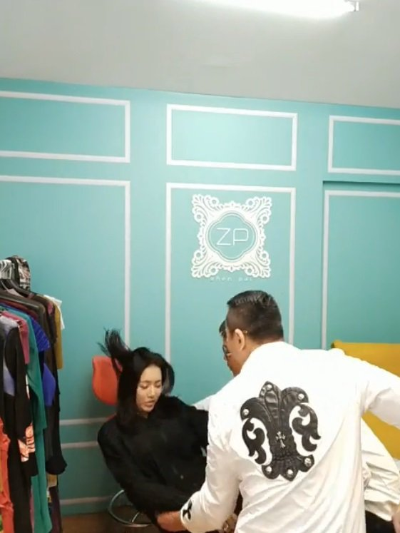 李妍憬致歉並示範連摔2次。圖/擷自臉書