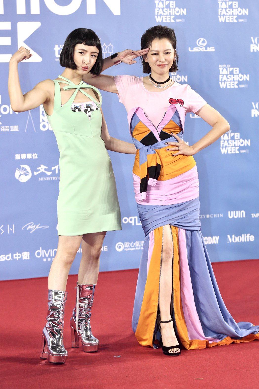 徐若瑄(右)、林依晨(左)出席台北時裝週時尚大秀。記者林俊良/攝影