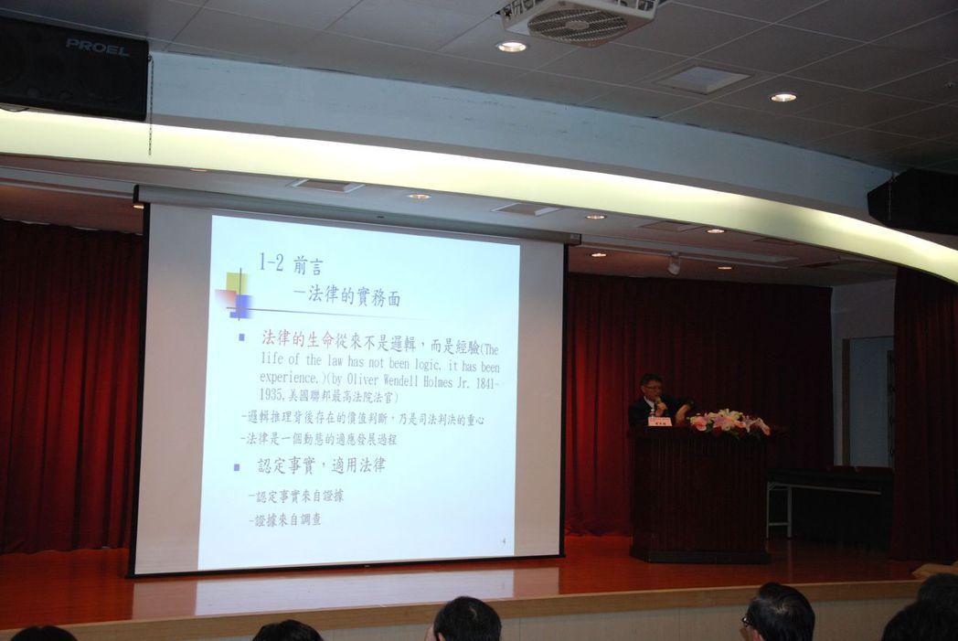 建和聯合會計師事務所曾季國會計師專題演講。 楊鎮州/攝影