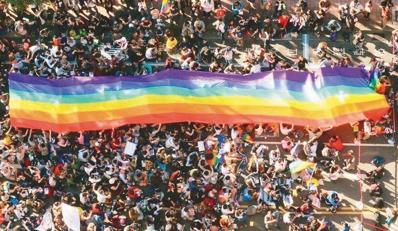 廣播節目「文化ya總會」邀彩虹平權大平台執行長呂欣潔發現,新世代的同志更勇於展現認同,周圍的親友接受度也比以往高。 聯合報系資料照