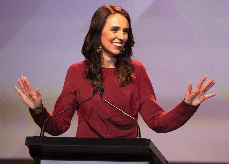 紐西蘭今天舉行國會選舉,現任總理阿爾登因防疫措施得當備受肯定,她領導的工黨可望拿下過半席次,贏得壓倒性勝利,她向所有信任工黨執政的紐西蘭人致謝。 美聯社