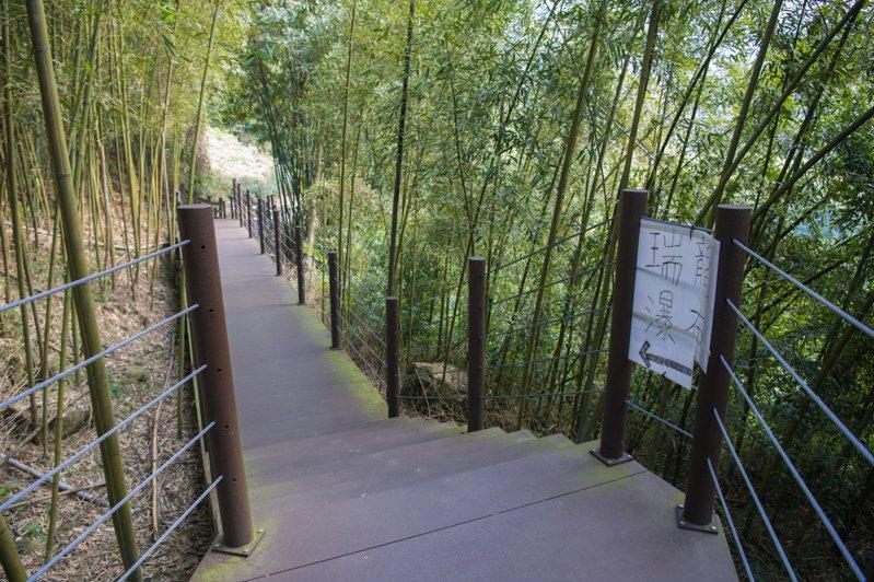 竹山瑞龍瀑布園區穿越竹林、森林、瀑布,相當適合親子健行。圖/南投縣政府提供