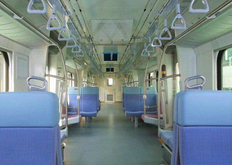 台鐵EMU900型通勤電聯車車廂內部。圖/台鐵局提供