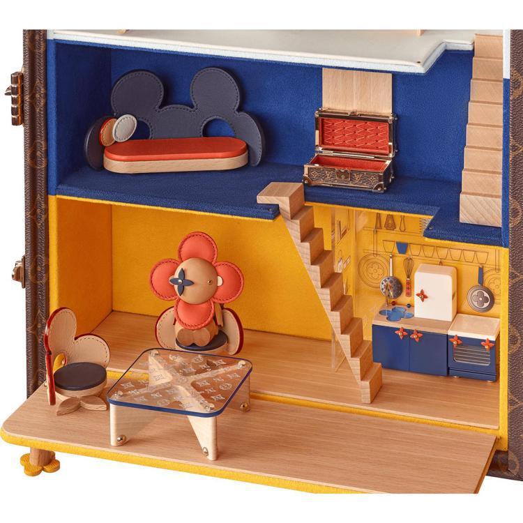 Vivienne娃娃屋的精緻細節相當可愛,210萬元。圖/LV提供