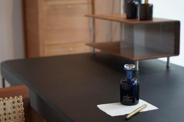 Perfumer H經典香水作品墨水「Ink」。圖/森/CASA提供