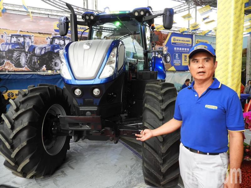 展產最大台農機的新荷蘭T7.270曳引機,重達7噸,擁有270匹馬力,配有自動導航、冷氣、座椅,可進行耕作、採收等作業。記者高宇震/攝影