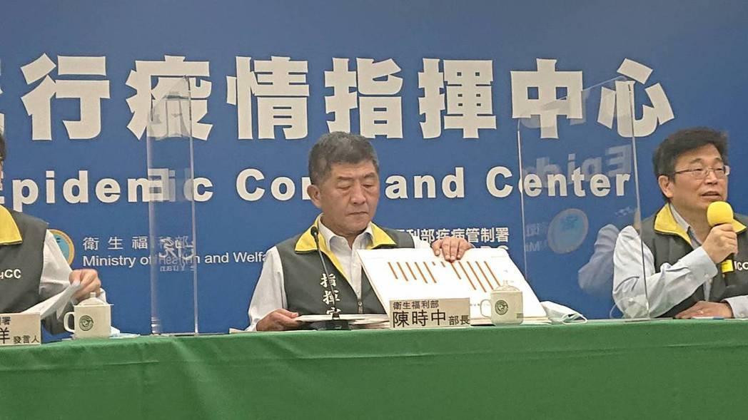 衛福部部長陳時中(中)今下午緊急親上火線說明爭議。記者陳婕翎/攝影