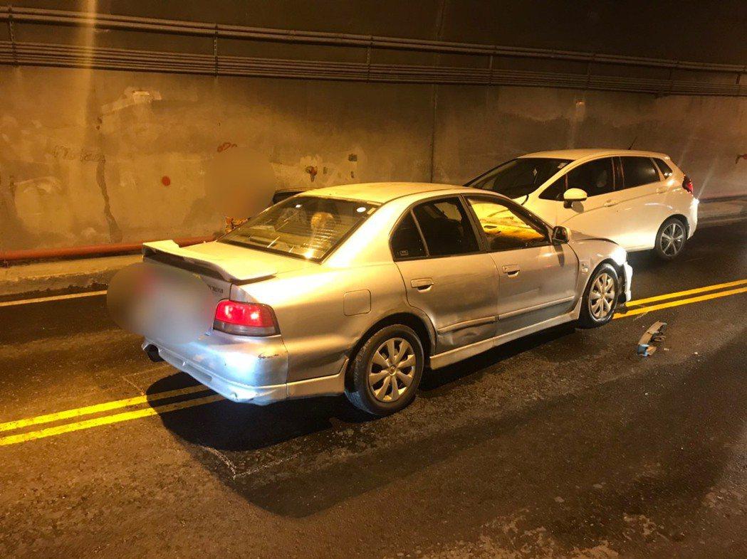 家住北部的89歲羅姓老翁今天駕車北上,在蘇花公路匯德隧道內左偏,擦撞對向來車,造...