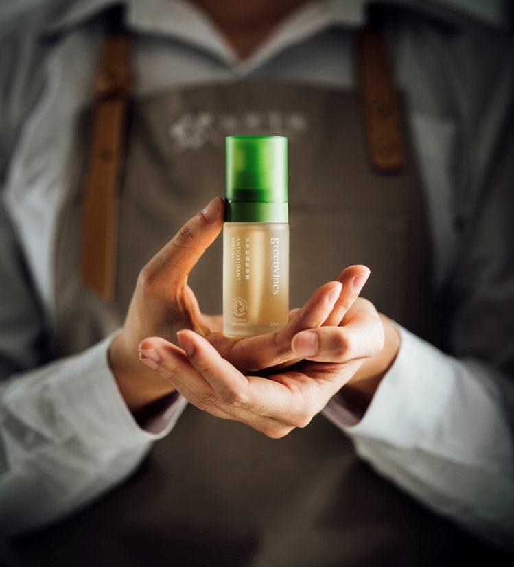 綠藤生機的活萃修護精華露,是水相保養的代表。圖/綠藤生機提供
