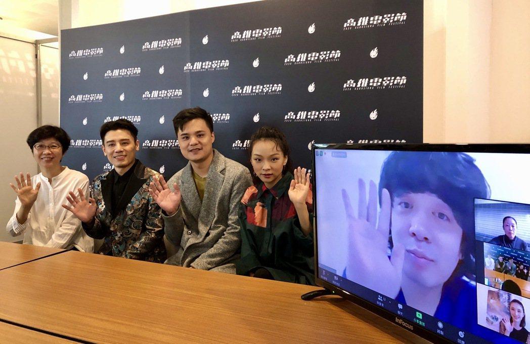 「戀愛好好說」導演郭珍弟(左起)、演員邱志宇、吳宏修、余佩真現身高雄電影節接受聯