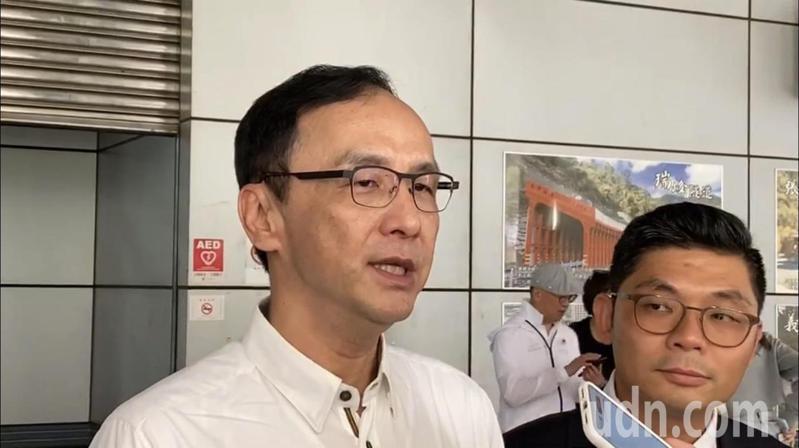 朱立倫今天前往新竹縣立體育館觀賽,賽前在場外接受媒體訪問。記者巫鴻瑋/攝影