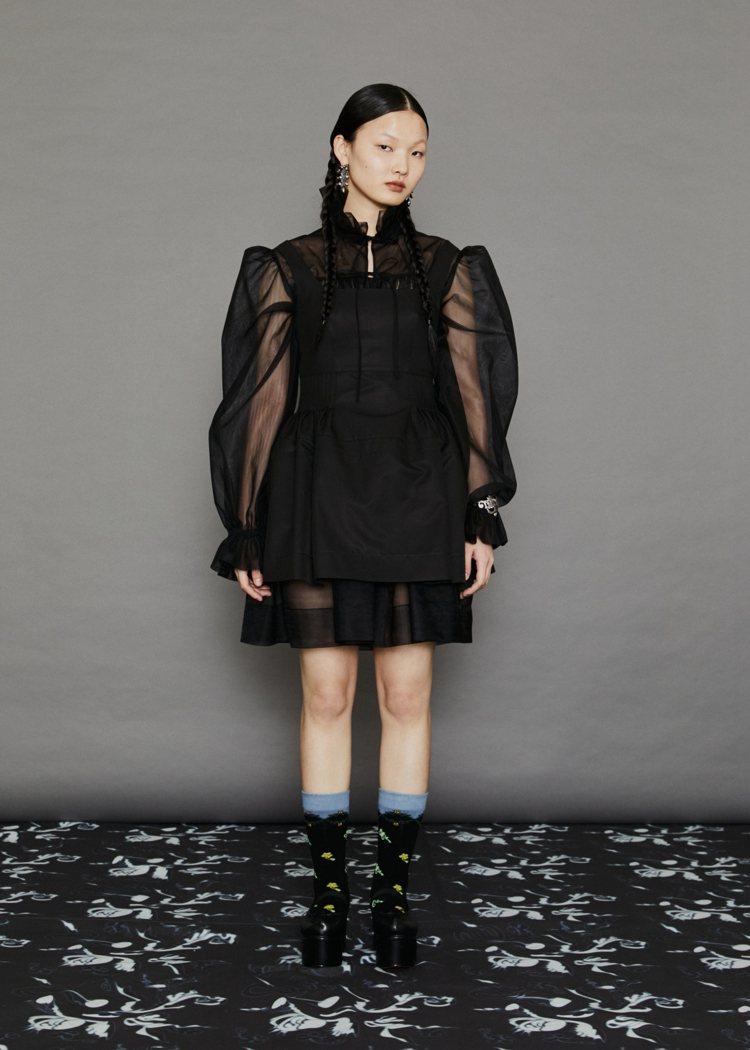 黑色拼接荷葉腰身上衣-黑色,17,500元。圖/MINJUKIM提供