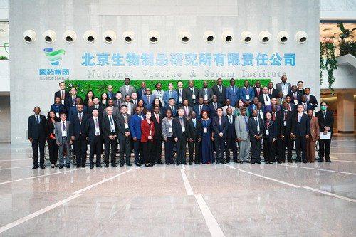 大陸外交部15日邀請51位非洲國家駐華使節和高級外交官,參觀位於北京的疫苗工廠。...