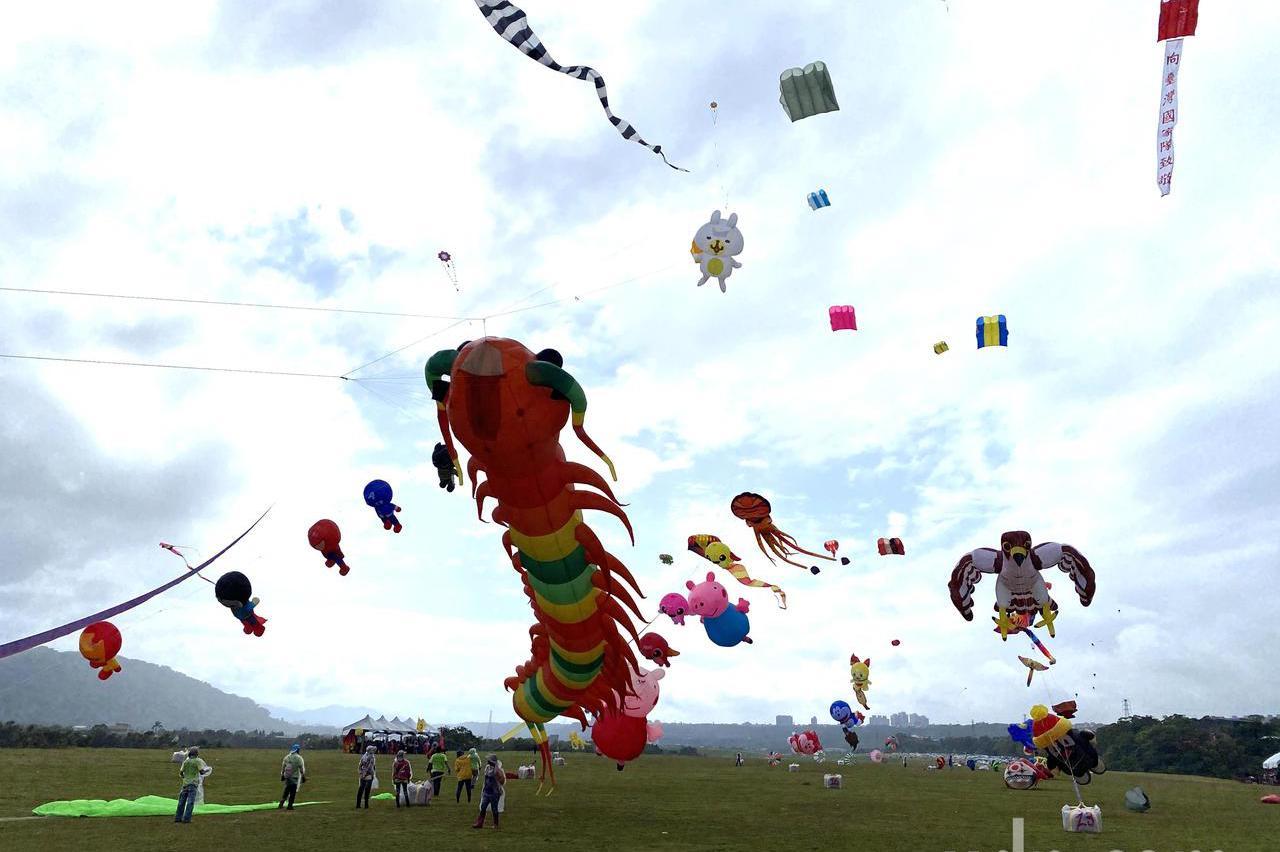 桃園國際風箏節登場 太空人、30米大魟魚巨型風箏齊飛