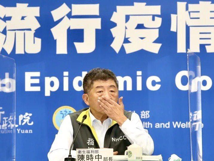 衛福部長陳時中下午為50至64歲緩打流感疫苗惹民怨,親上火線道歉。記者林俊良/攝影