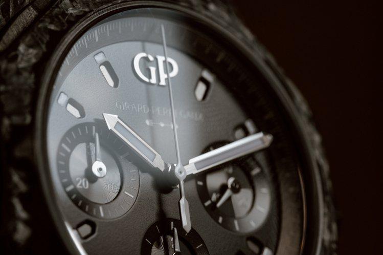 深邃的黑色表面下,搭載了芝柏自製計時碼表機芯,零件便多達400枚。圖 / Gir...
