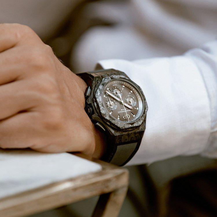 芝柏新款Absolute Crystal Rock腕表,沈默的黑色貫穿全只腕表,...