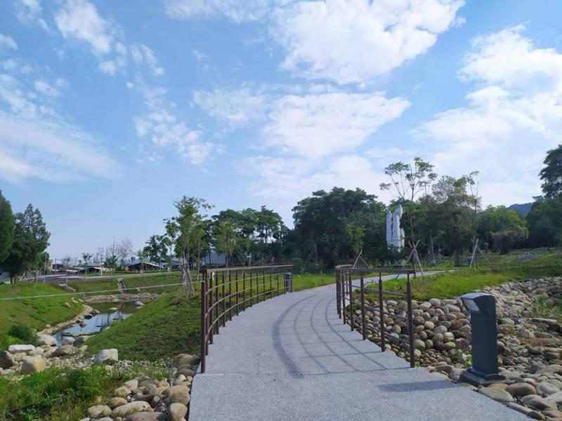 彰化縣政府辦理的「彰化縣清水之森整體工程」,角逐號稱有台灣建築界「普立茲克獎」的建築園冶獎,獲得109年度「公共建築景觀類」獎。照片/縣府提供