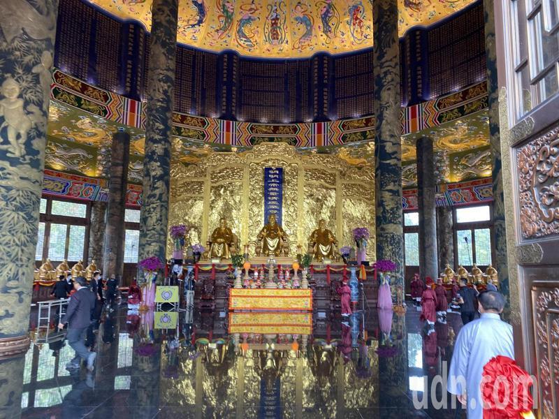 台中市霧峰區的一貫道祖師紀念館白陽聖廟樓高54公尺超越北京天壇,且全棟建物內外都以銅打造,正在申請「世界最高銅鑄圓頂建築」的金氏世界紀錄認證。記者趙容萱/攝影