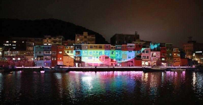 基隆台版威尼斯美呆,大鯨魚色彩屋光雕完整版震撼。圖/基隆市政府提供