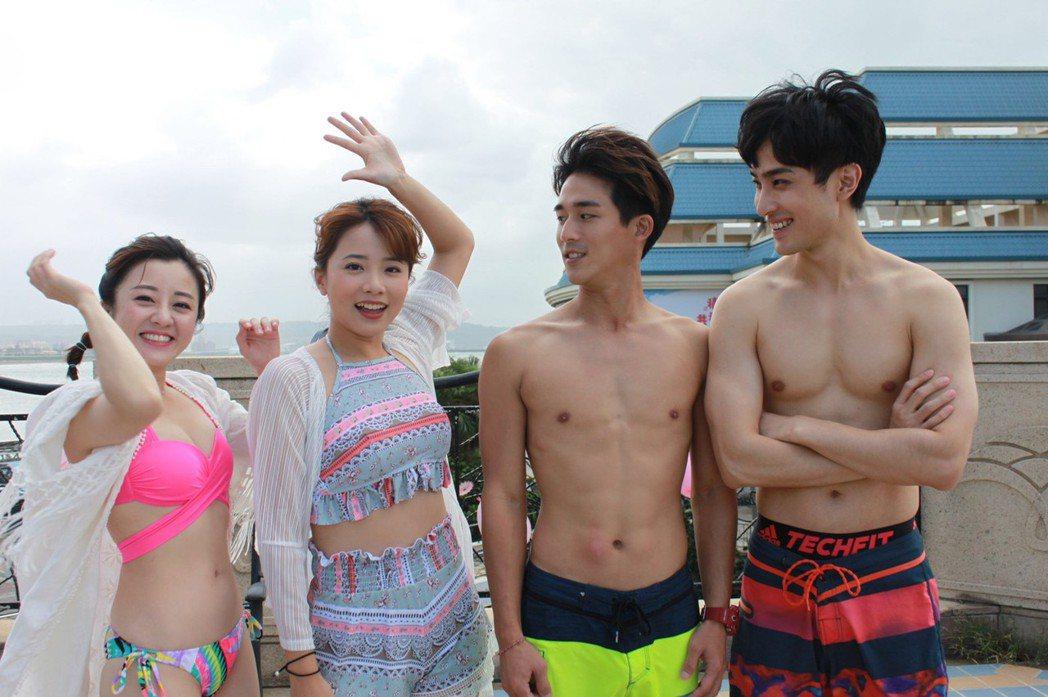 楊佩潔(左起)、王上菲進行「女力」泡泡球PK,同劇演員李博翔、勵政達觀賽。圖/T...