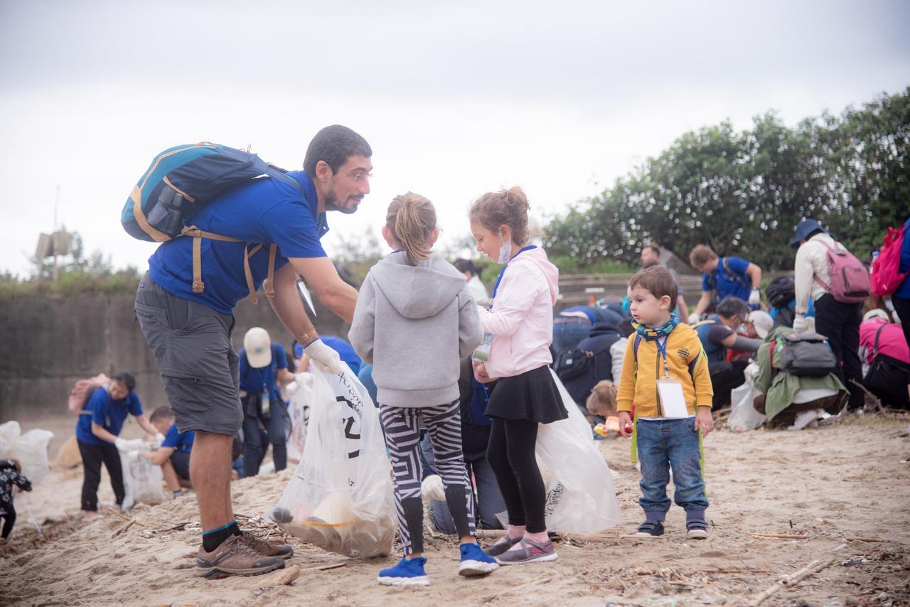 歐盟代表處今在萬里淨灘 兩百人清出超過四百公斤垃圾
