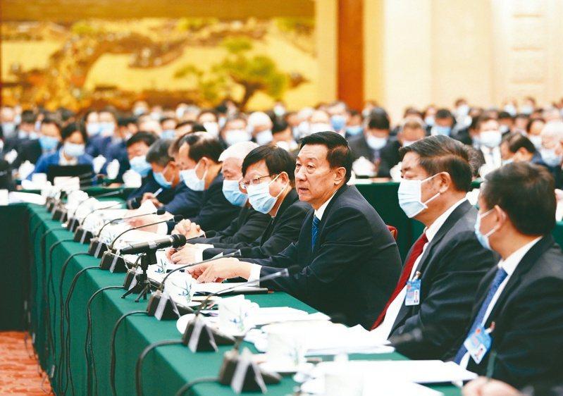 中美科技戰方興未艾,大陸十三屆全國人大常委會昨表決通過「出口管制法」,明確載入反制條款。(新華社)