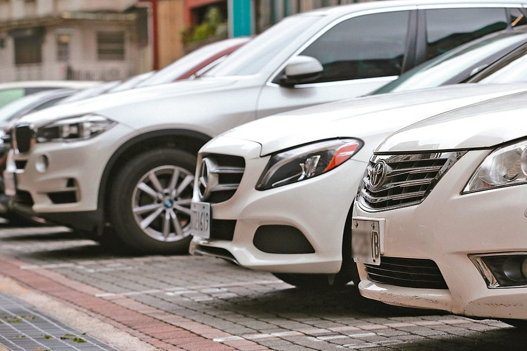 因汽機車業零售大力助攻,汽車掛牌數單月首度站上5萬台,推動1月零售業營業額衝上3...
