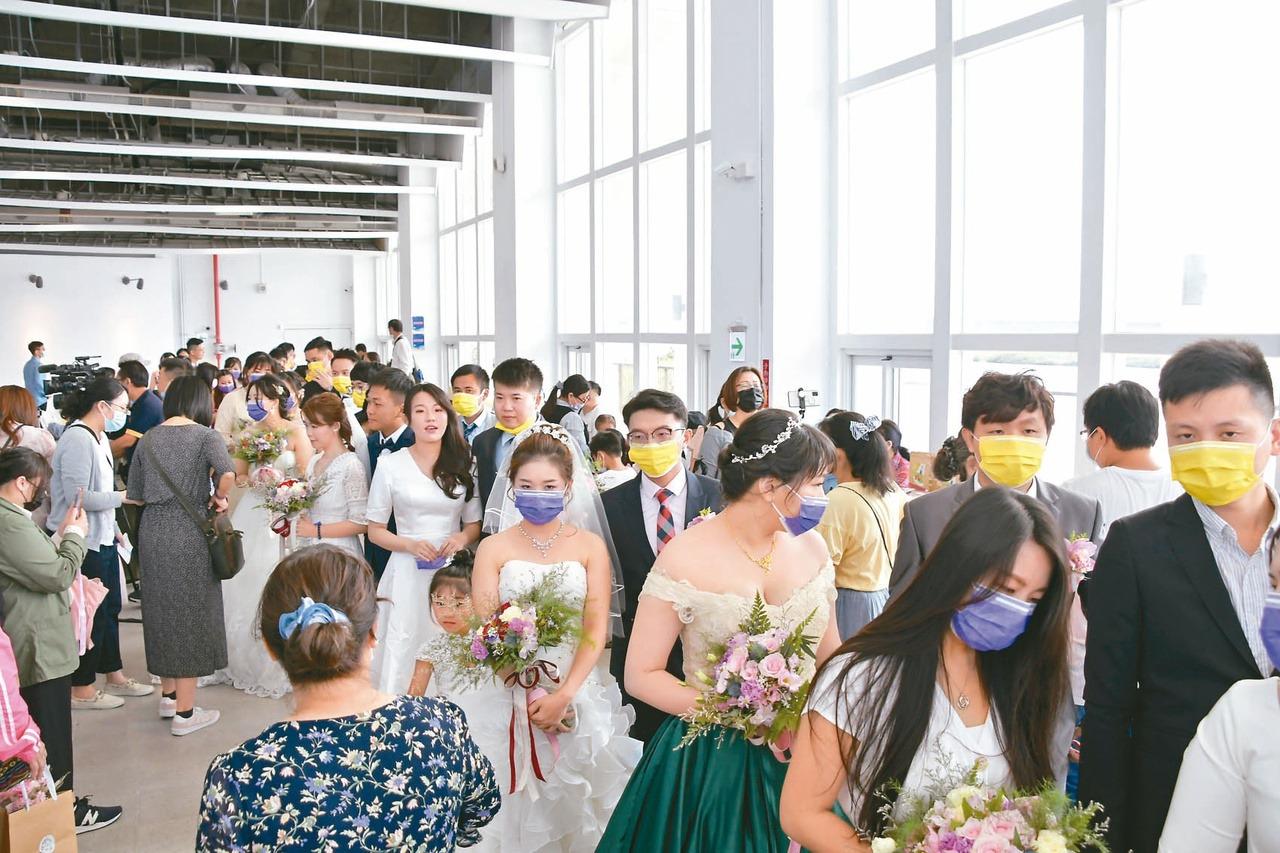 疫情未退 縣市聯合婚禮報名大減